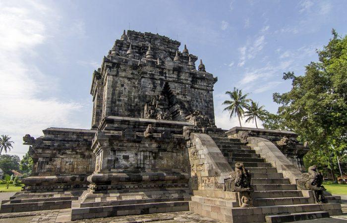 Candi Mendut - Sunrise Borobudur Tour