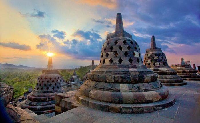oneday transit in airport Yogyakarta to Borobudur temple